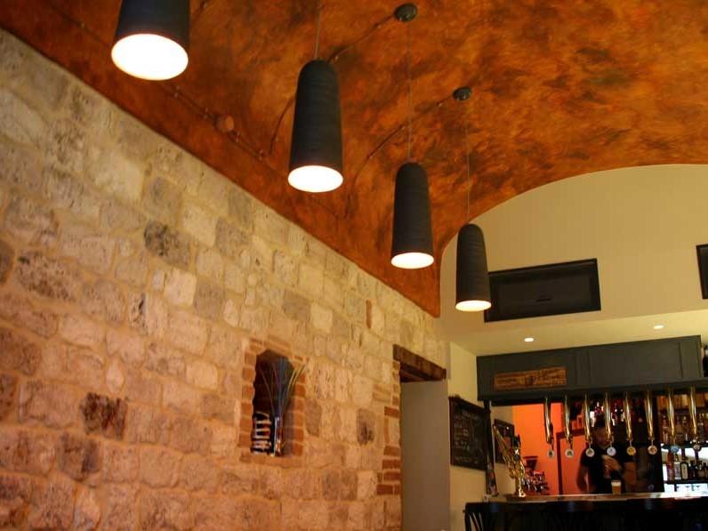 Ostium pub, locale giovane, raffinato, intimo ed alla moda in pieno centro in Ascoli Piceno.