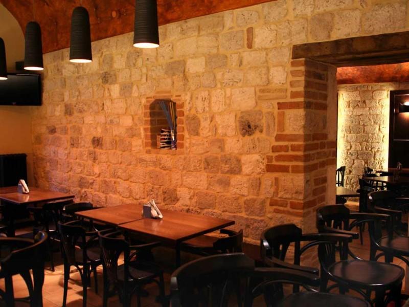 Atmosfera calda ed alla moda all'Ostium Pub di Ascoli Piceno